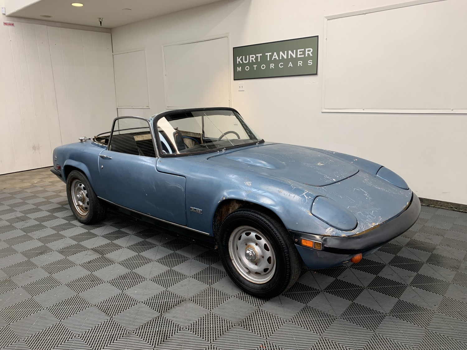 1971 LOTUS ELAN SERIES 4 SE CONVERTIBLE. BLUE WITH BLACK TRIM. 4-SPEED, KNOCK-OFF PEG DRIVE WHEELS. 1600 cc TWIN CAM ENGINE. EXCELLENT CAR FOR IMPROVEMENT. EARLY CAR #0063K.