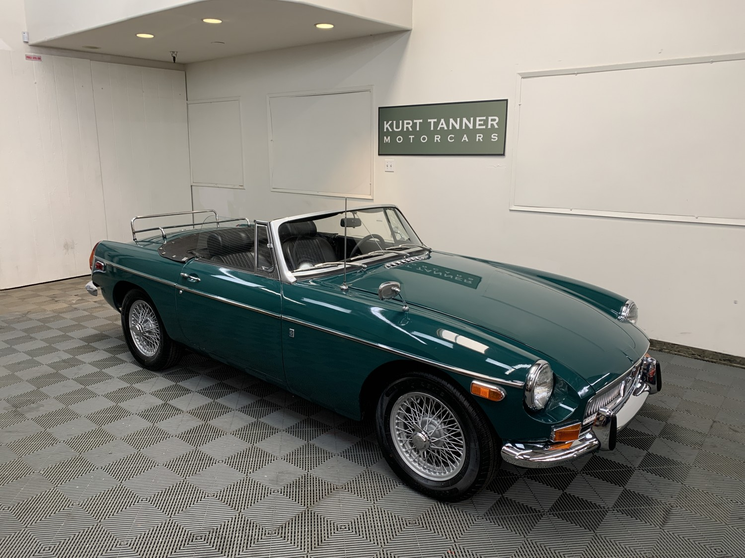1970 MGB ROADSTER. BRITISH RACING GREEN WITH BLACK INTERIOR, TOP, TOP BOOT, TONNEAU COVER. 4-SPEED, WIRE WHEELS, CHROME LUGGAGE RACK. EXCEPTIONAL 3-OWNER CAR WITH 60,308 ORIGINAL MILES. WELL PRESERVED, GREAT DRIVING CAR. FIRST OWNER BELIEVED TO BE CAROLINE LEE BOUVIER.