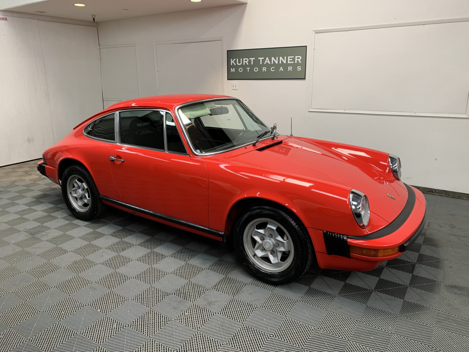 1975 PORSCHE 911 S COUPE. GUARDS RED WITH BLACK TRIM. 2.7 LITERS, 5-SPEED, COOKIE CUTTER WHEELS. 97,669 MILES. SUPERB DRIVING, WELL-PRESERVED ORIGINAL CAR.